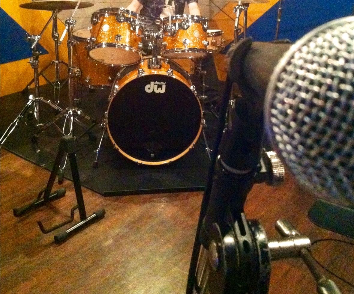深夜スタジオで竹川さんと動画撮影。で、竹川さんって誰?